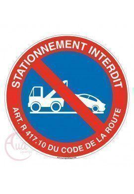 Panneau stationnement interdit avec l'article pour fourrière