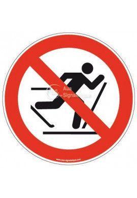 Panneau Ski interdit