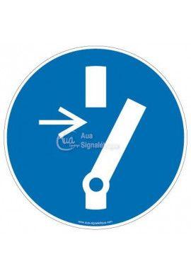 Débrancher avant d'effectuer une activité de maintenance ou une réparation M021