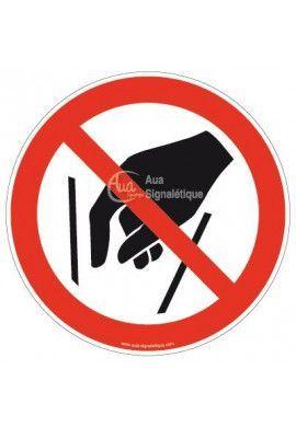 Ne pas mettre les mains P015