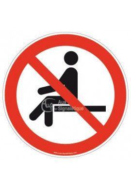 Interdiction de s'asseoir P018