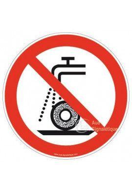 Ne pas utiliser pour la rectification humide P033